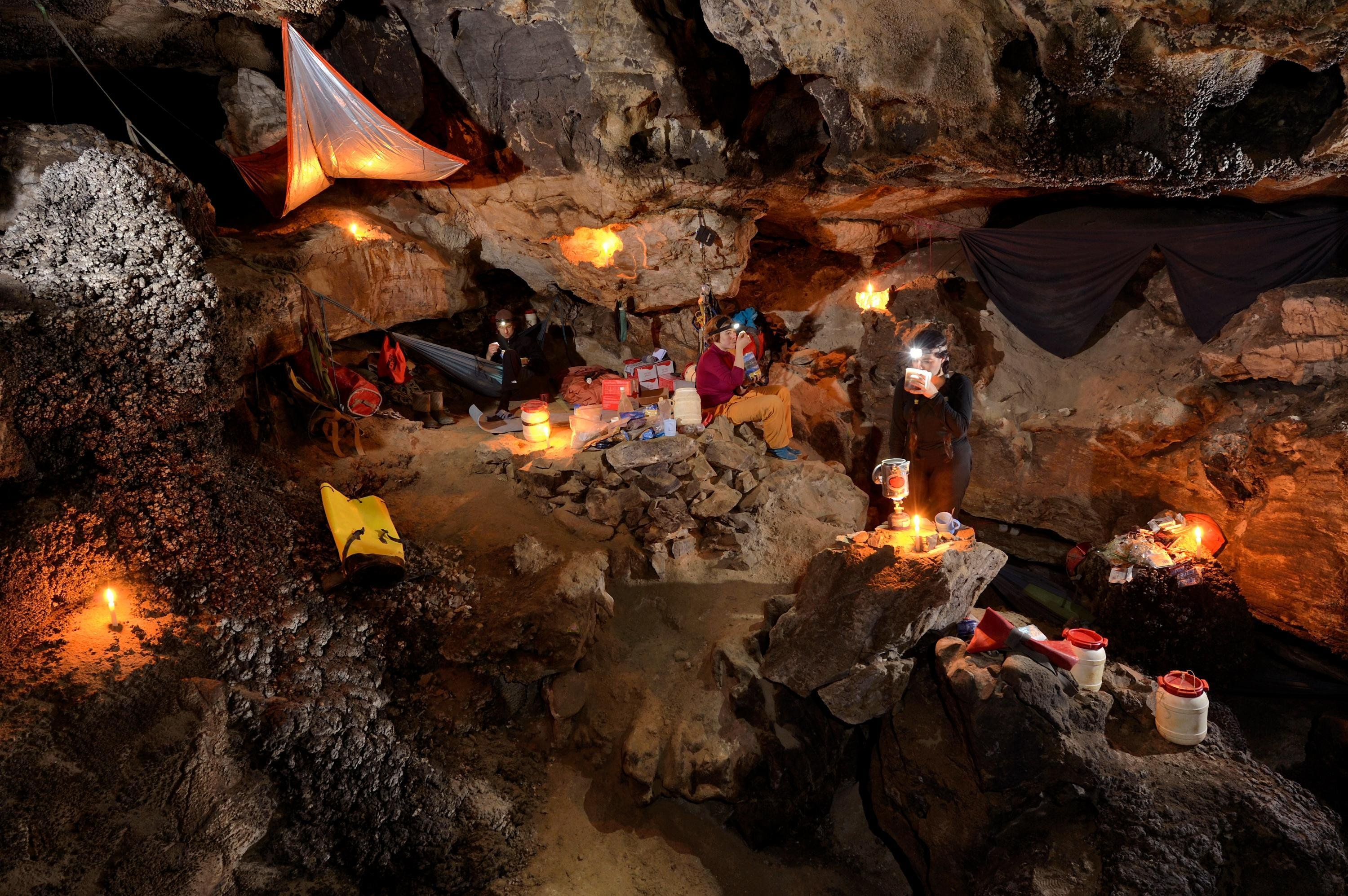 The underground camp in Sang Wang Dong is a cosy and warm place to stay. Hot food and drink recharge weary and tired explorers before taking a few hours sleep in either suspended hammocks or on roll mats on the floor