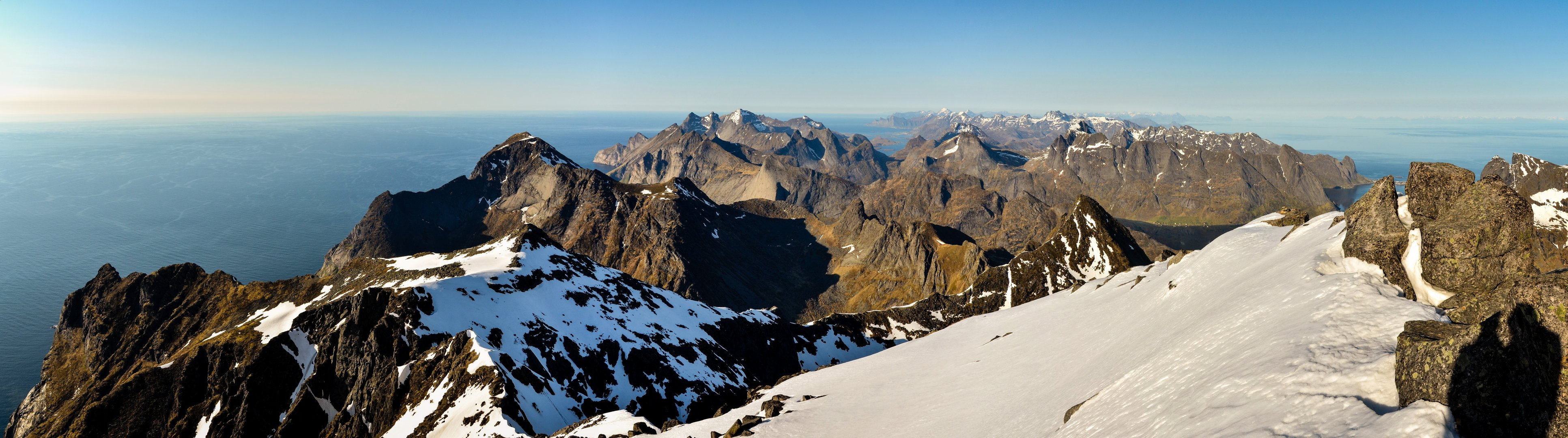 H_-_Hermannsdalstinden_31_View_from_the_summit_to_the_northeast_(panorama).jpg