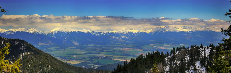 Nízke_Tatry_-_Krakova_hoľa_30.4_(73)_panorama.jpg
