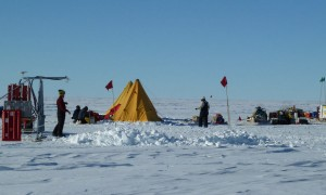 Scientists-on-Antarctic-Traverse-e1536866221964
